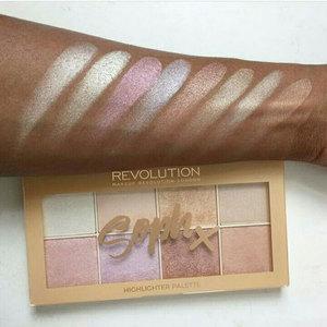 Medium revolution highlighter palette